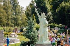 KLAGENFURT, CARINTHIA, OOSTENRIJK - AUGUSTUS 07, 2018: Park Minimundus am Worthersee Modellen van de beroemdste historische gebou stock fotografie