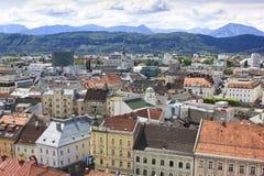 Klagenfurt visto de la iglesia del St Egyd, Austria Foto de archivo libre de regalías