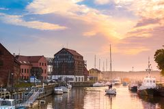 Klaipeda τη νύχτα Παλαιός ποταμός πόλεων και Δανών Λιθουανία Στοκ Εικόνες