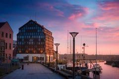 Klaipeda τη νύχτα Παλαιός ποταμός πόλεων και Δανών Λιθουανία Στοκ φωτογραφία με δικαίωμα ελεύθερης χρήσης