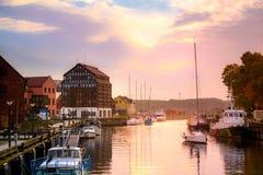 Klaipeda τη νύχτα Παλαιός ποταμός πόλεων και Δανών Λιθουανία Στοκ εικόνες με δικαίωμα ελεύθερης χρήσης