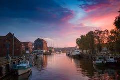 Klaipeda τη νύχτα Παλαιός ποταμός πόλεων και Δανών Λιθουανία Στοκ εικόνα με δικαίωμα ελεύθερης χρήσης