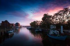 Klaipeda τη νύχτα Παλαιός ποταμός πόλεων και Δανών Λιθουανία Στοκ φωτογραφίες με δικαίωμα ελεύθερης χρήσης