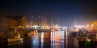 Klaipeda alla notte Fiume del danese e di Città Vecchia lithuania fotografie stock