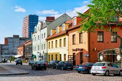 Klaipeda, Litouwen - Mei 9, 2016: Straatarchitectuur bij Oude stad van Klaipeda in Litouwen, Oosteuropees land op royalty-vrije stock fotografie