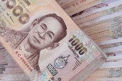 Klajstruje 1000 bahta Tajlandia banknotów gniazdował palową wysokość obraz stock