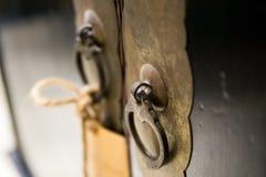 klamki drzwi stary drewna Zdjęcia Royalty Free