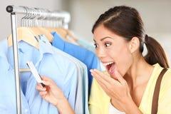 Klant die over verkoopprijs wordt verrast Stock Afbeelding