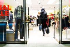 Klanten bij winkelcentrum Stock Fotografie