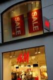 Klanten voor verkoop bij H&M Royalty-vrije Stock Afbeelding