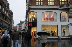Klanten voor verkoop bij H&M Stock Foto's