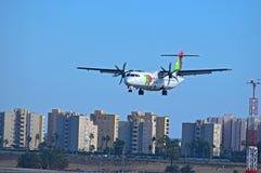KLAPPAir Portugal flygplan på den Alicante flygplatsen arkivbild