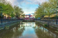 Klappbrücke an Surrey-Wasser Lizenzfreie Stockfotografie