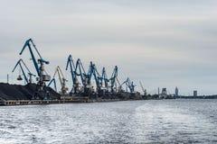 Klapprad längs hamnshorelinen Arkivbild