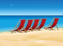 Klappstühle auf dem Strand stock abbildung