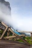 Klappstuhl im Nebel Stockfotos