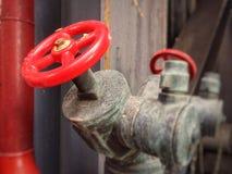 Klapy pożarniczego gasidła czerwony kolor obraz stock