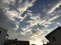 Klar blå himmel på sommardagar royaltyfri bild