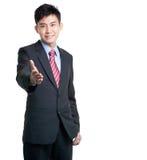 klar kinesisk handskakning för asiatisk affärsman arkivbild