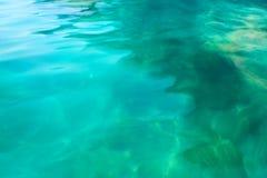 Abstrakt turkos bevattnar ytbehandlar av havet Fotografering för Bildbyråer