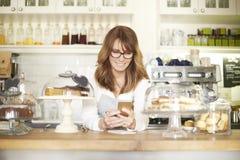 Klara av hennes små och medelstora företag Arkivbild