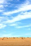 klara kantjusteringar skördade skies arkivfoton