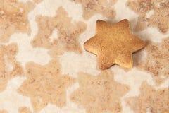 Klara ljust rödbrun kex Stekhett papper matlagning Royaltyfri Fotografi