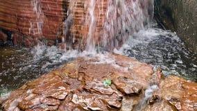 Klara och rena vattenfall 12 sekunder lager videofilmer