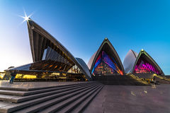 Klare helle Festivalbeleuchtung Sydneys 2016 von Sydney Opera Ho Lizenzfreies Stockbild