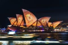 Klare helle Festivalbeleuchtung Sydneys 2016 von Sydney Opera Ho Stockfotografie
