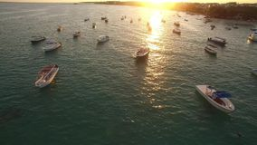 Klare Ozeanwasser-Sonnenuntergangreflexion stock video