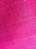 Klare und helle graue Hintergrundabdeckung der rosa Gewebebeschaffenheit von einer Einkaufstasche des groben Sackzeugs Lizenzfreie Stockfotografie