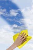 Klare Vertikale des blauen Himmels Lizenzfreies Stockfoto