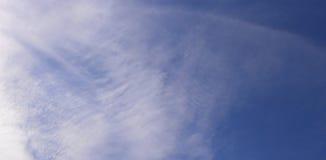 Klarer blauer Himmel Stockfoto