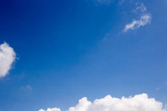 Klarer blauer Himmel Stockfotografie