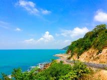 Klarer blauer Himmel und das Meer träumen Bestimmungsort Stockbild