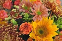 Klarer Herbstblumenblumenstrauß stockfotografie