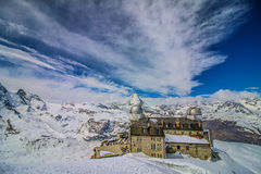 Klarer Himmel und bewölkter Berg Matterhorn, Zermatt, die Schweiz Stockbild