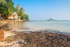 Klarer Himmel und Meer bei Koh Mak, Thailand Lizenzfreie Stockfotos