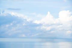 Klarer Himmel und regnerisch Lizenzfreie Stockfotos