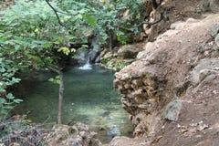 Klarer Wasser-Frühling und Wasserfall Lizenzfreie Stockbilder