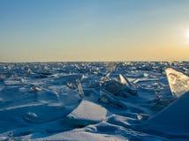 Klarer Wintermorgen auf dem See Lizenzfreies Stockbild