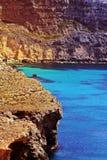 Klares blaues Meer Malta Stockfoto