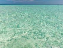 Klares blaues Meer und Himmel Stockfotografie