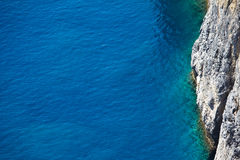 Klares blaues Wasser Stockfoto