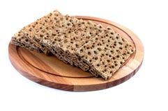 Klares Brot auf einem hölzernen Behälter, lokalisiert Lizenzfreie Stockfotos