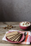 Klares Brot auf einer Platte Stockfoto