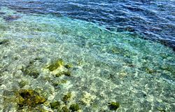 Klares schönes Meerwasser Stockbild