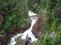 Klares Wasser im Wasserfall während eines Regens Lizenzfreie Stockfotos