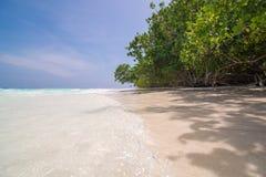 Klares Wasser und sauberer Strand in Tachai-Insel, Thailand Lizenzfreies Stockbild